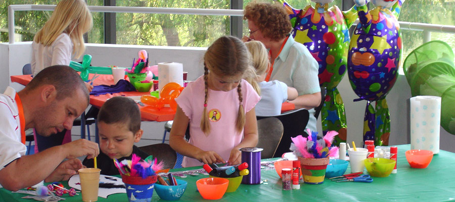 Arts and crafts workshop family fun days acf for Family arts and crafts